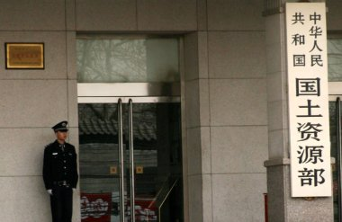 A security guard stands at the entrance of Chinas Ministry of Land and Resources in Beijing, China, March 20, 2008