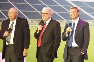 (From left) U.S. investors and philanthropists Charles Munger, Warren Buffet and Bill Gates, U.S. business magnate, philanthropist and Chairman of Microsoft are seen at the nationwide launching ceremony of Chinese electric vehicle BYD M6 and a clean