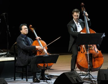 Renowned cellist Yo-Yo Ma (L) performs during his concert in Taichung, Taiwan, April 24, 2010.
