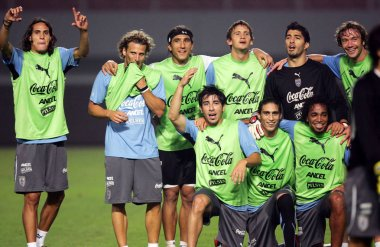 Uruguayan soccer player Diego Forlan, second left, and his teammates are seen during a training session for a friendly match against the Chinese national men soccer team in Wuhan city, central Chinas Hubei province, 11 October 2010