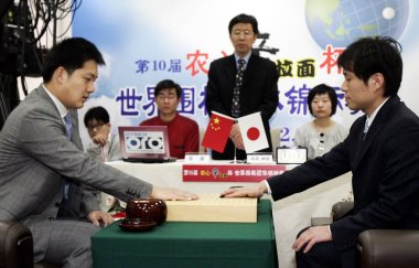 Chinas Chang Hao, left, competes against Japans Takao Shinji at the 11th round of the 10th Nong Shim Cup Go Championship in Shanghai, China, Tuesday, 17 February 2009