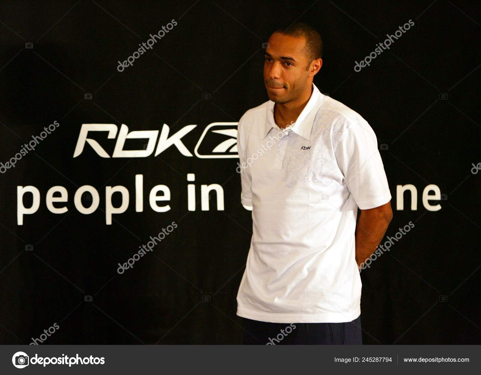 Colapso Circulo Ventilar  Arsenal Star French Forward Thierry Henry Promotional Event Reebok Beijing  – Stock Editorial Photo © ChinaImages #245287794