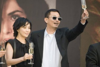 Hong Kong director Wong Karwai (right) and Hong Kong actress Carina Lau, pose during a promotional event for his movie My Blueberry Nights in Suzhou, east Chinas Jiangsu province, October 25, 2007.