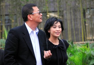 Hong Kong director Wong Karwai (left) and Hong Kong actress Carina Lau, during a promotional event for his movie My Blueberry Nights in Suzhou, east Chinas Jiangsu province, October 25, 2007.