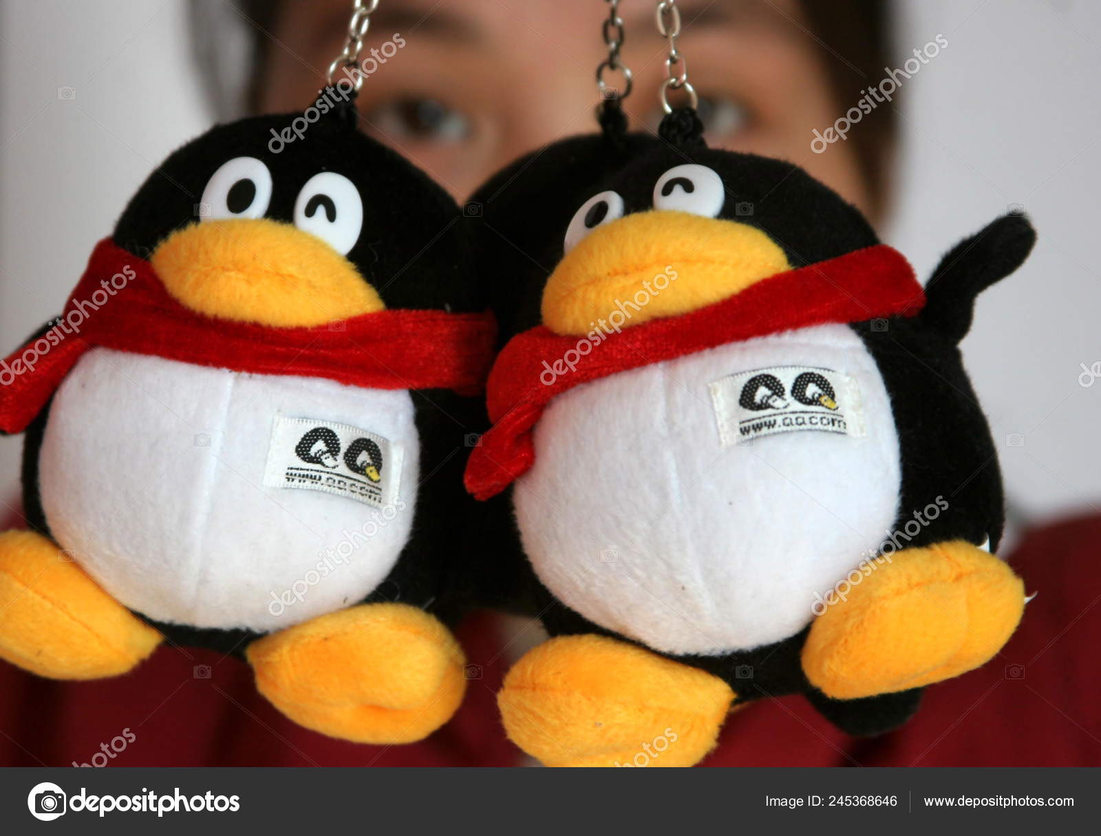 Chinese Woman Shows Toy Penguins Tencent Beijing China