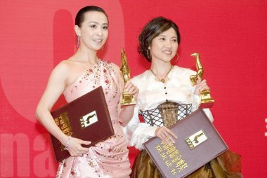 Hong Kong actress Carina Lau (left) and Chinese actress Yan Bingyan, both winners of the best actress, pose during the closing ceremony of Golden Rooster and Hundred Flowers Film Festival, in Suzhou, east Chinas Jiangsu province, October 27, 2007.