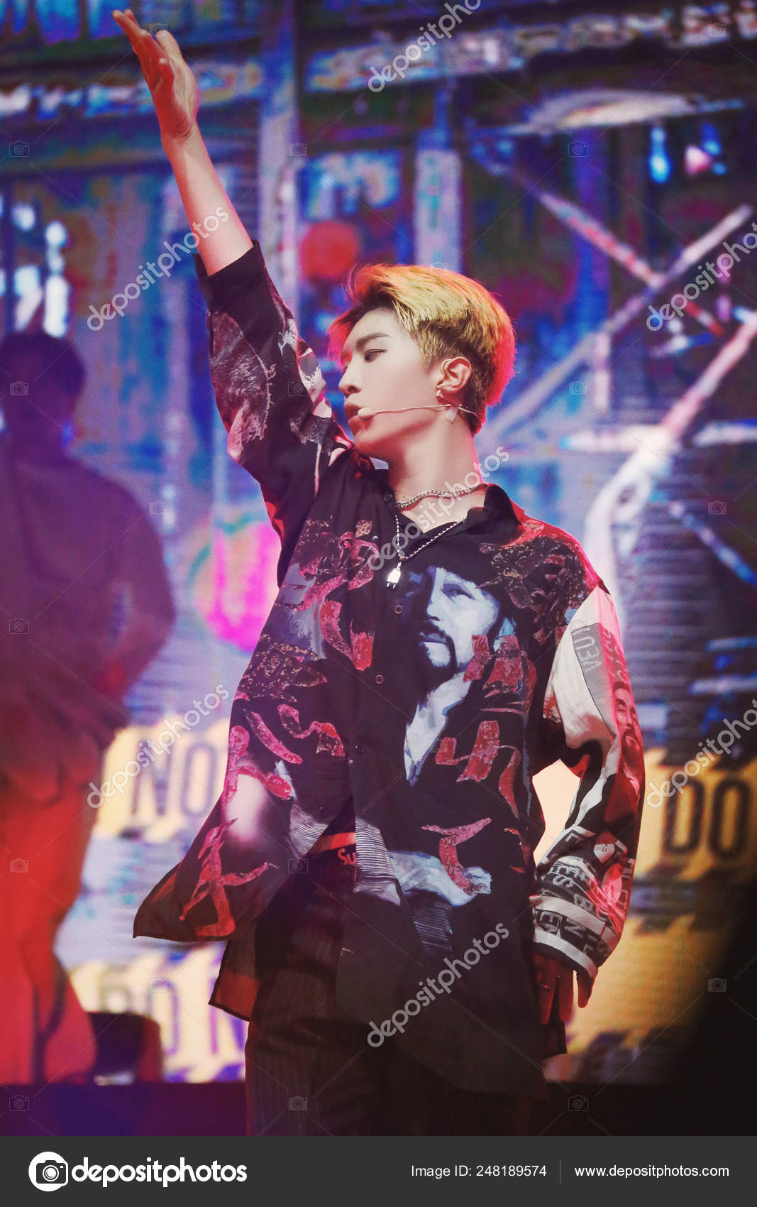 Chinese Singer Fan Chengcheng Younger Brother Actress Fan Bingbing