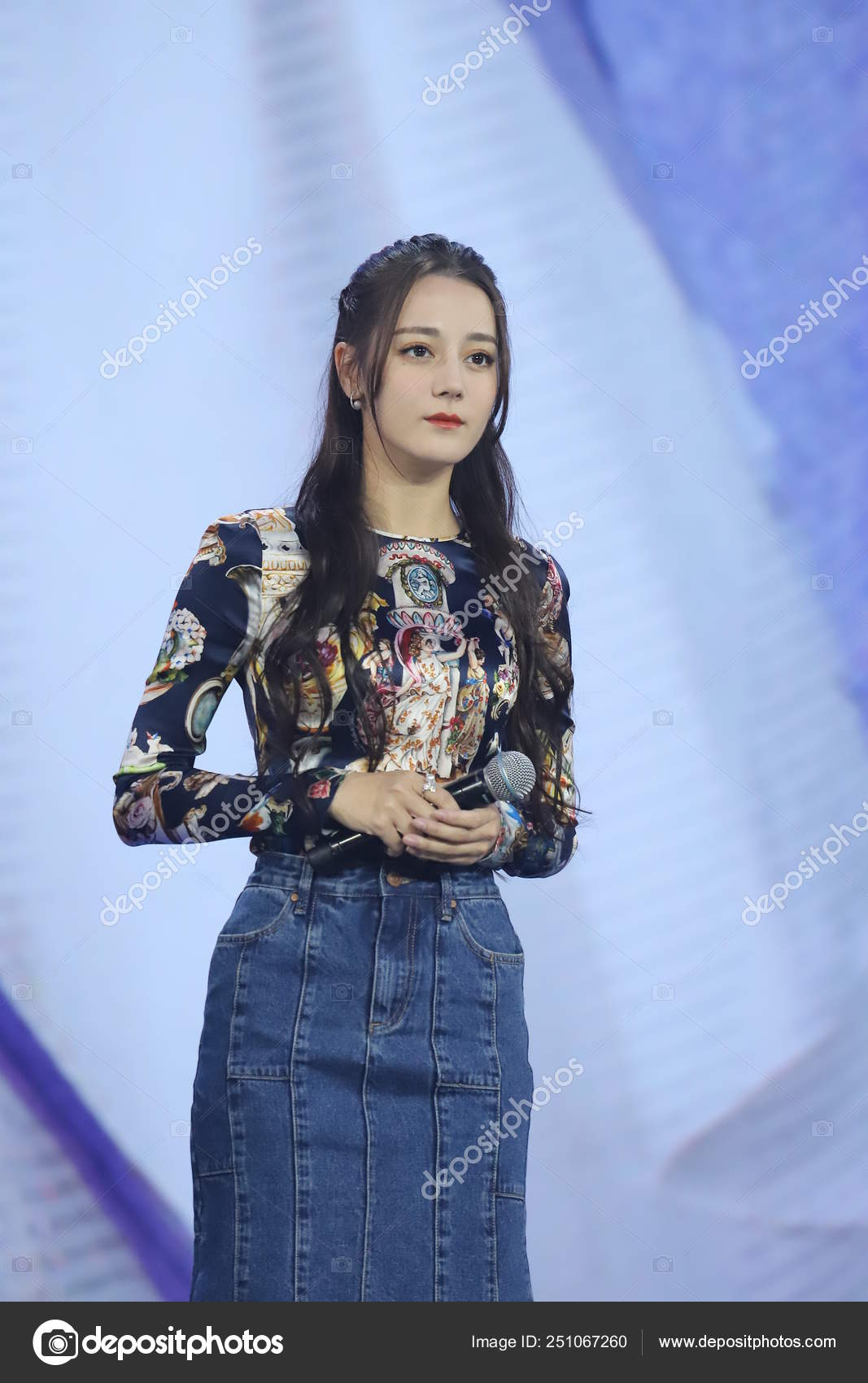 Chinese Uigur Actress Dilraba Dilmurat Attends Press Conference