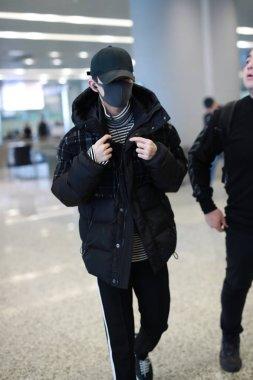 Singer Jackson Yee or Yi Yangqianxi of Chinese boy group TFBoys arrives at the Shanghai Hongqiao International Airport before departure in Shanghai, China, 11 November 2018.
