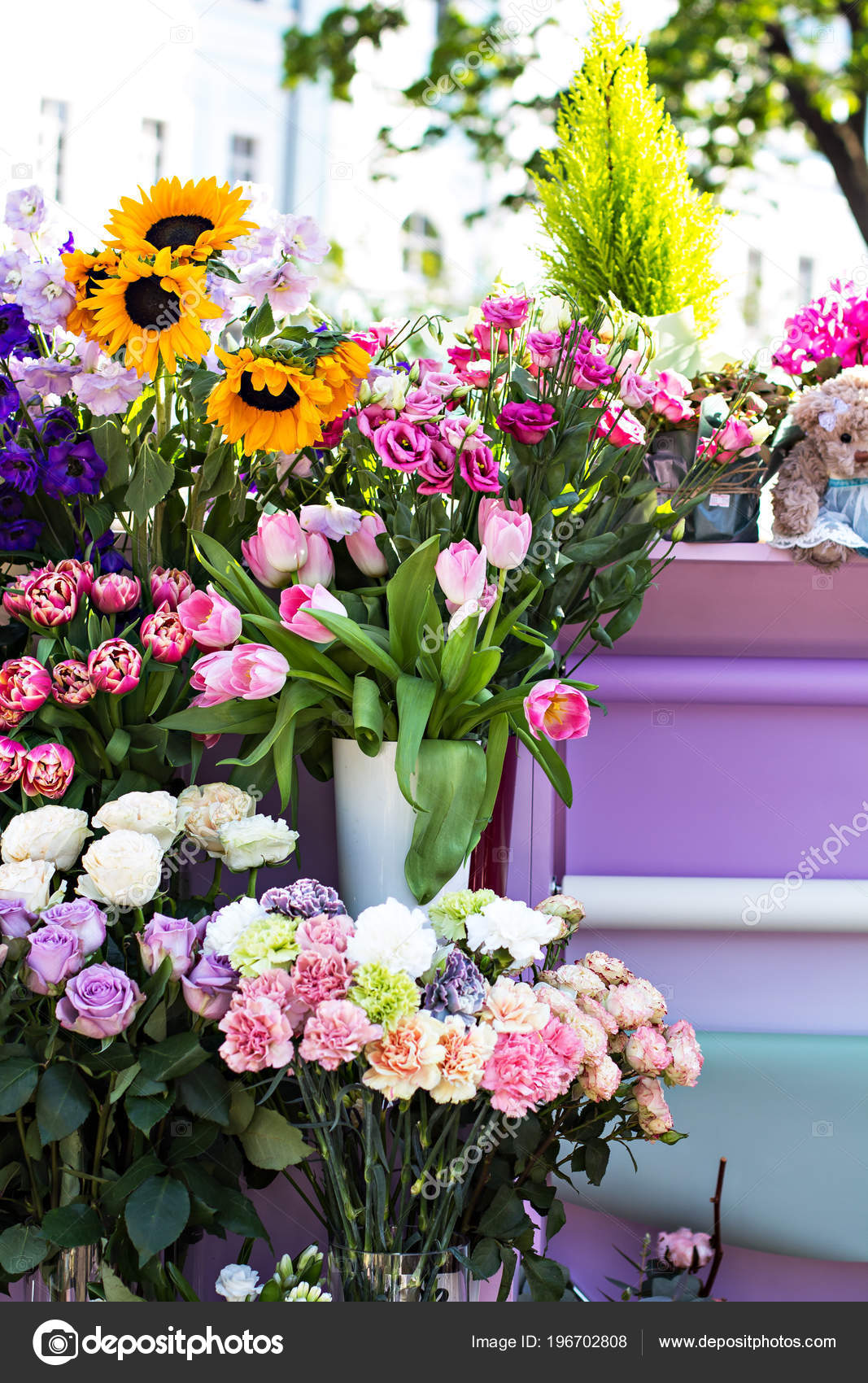 Pictures : beautiful flowers bouquets | Beautiful Bouquets Flowers Market  Showcase Flowers Sale Flowers Flower Shop — Stock Photo © JuliaLototskaya  #196702808