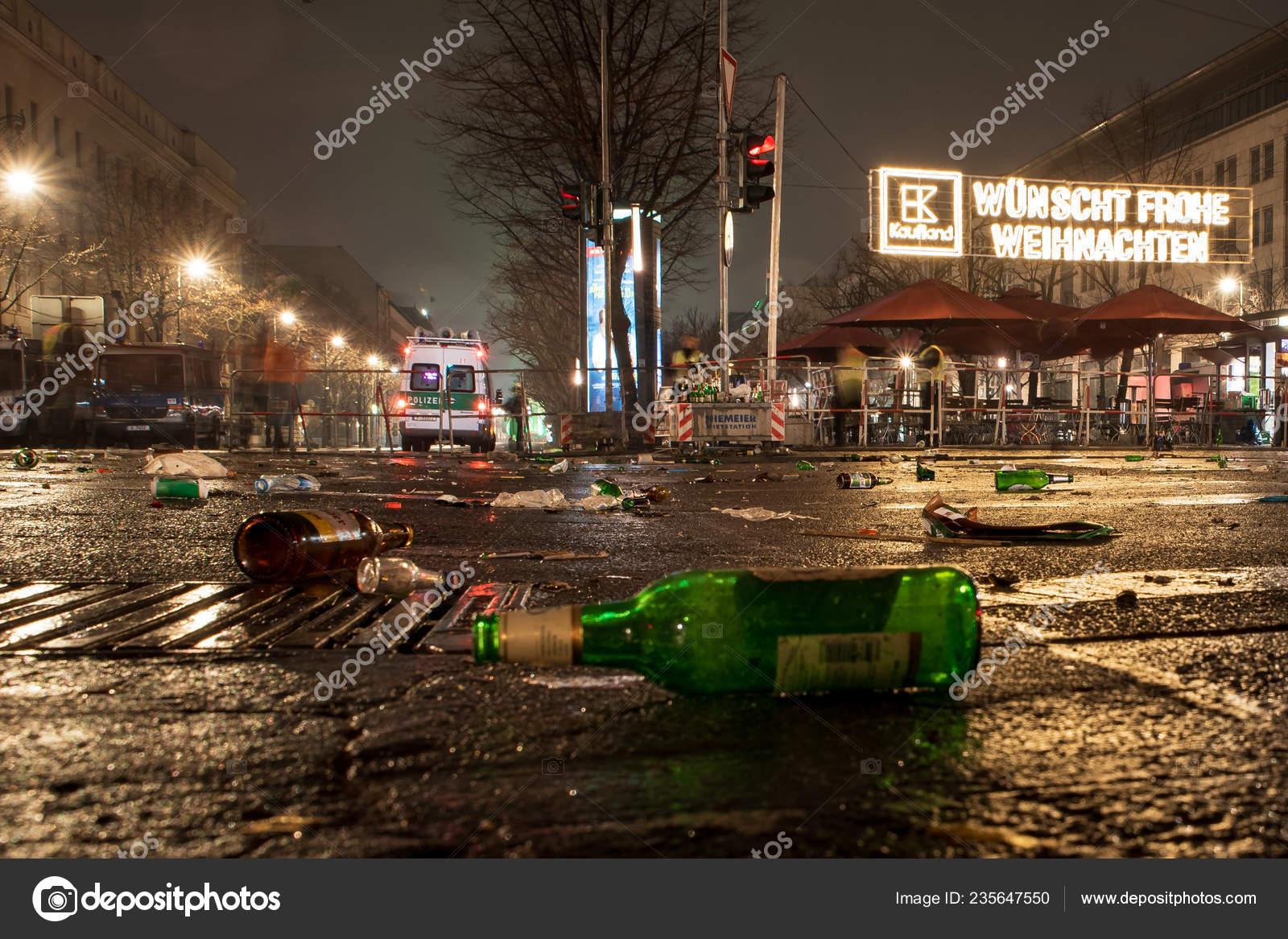 Berlin Weihnachten 2019.Berlin Germany January 2019 2018 Mess Street New Year Eve Stock