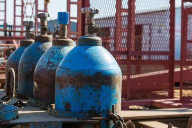 Oxygen cylinder production for welding