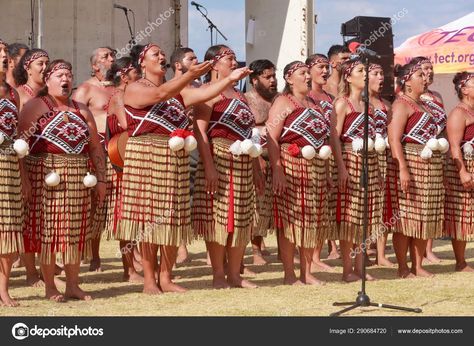 Maori Dance: New Zealand Maori Women Kapa Haka Dance Group Performing