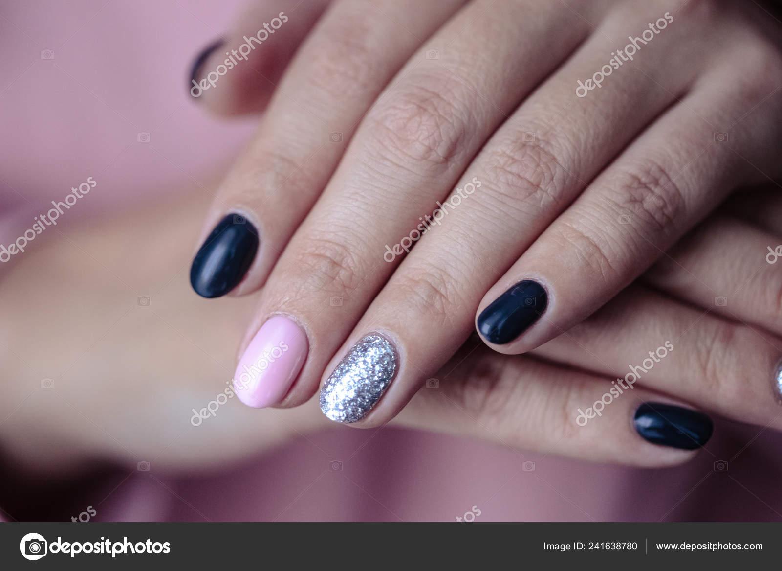 Hermosa Manicura Esmalte Uñas Color Rosado Tierno Pastel