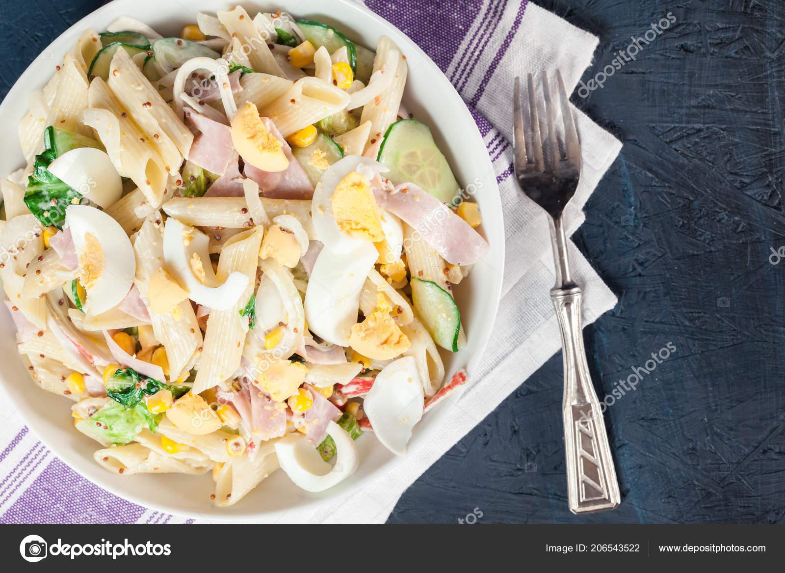Wonderbaar Macaroni Salade Met Ham Komkommer Krab Stick Romaine Sla Mayonaise MF-46