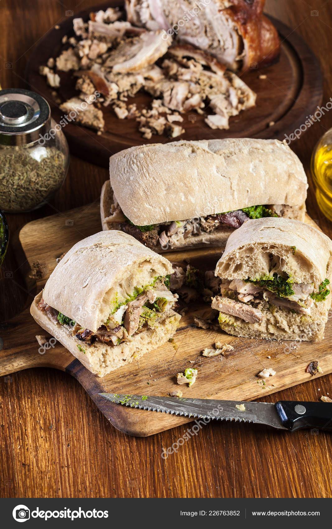 cerdoFoto de sándwich vientre de enrollado de italiana Stock Piabatta porchetta 3uT1JcFKl