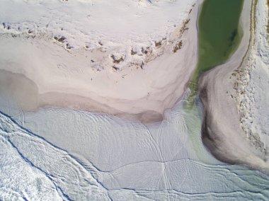 Rosignano Solvay (LI) inquinamento: le bianche spiagge di Rosignano, in Toscana. La fabbrica Solvay che produce bicarbonato scarica i residui di lavorazione sulla spiaggia.