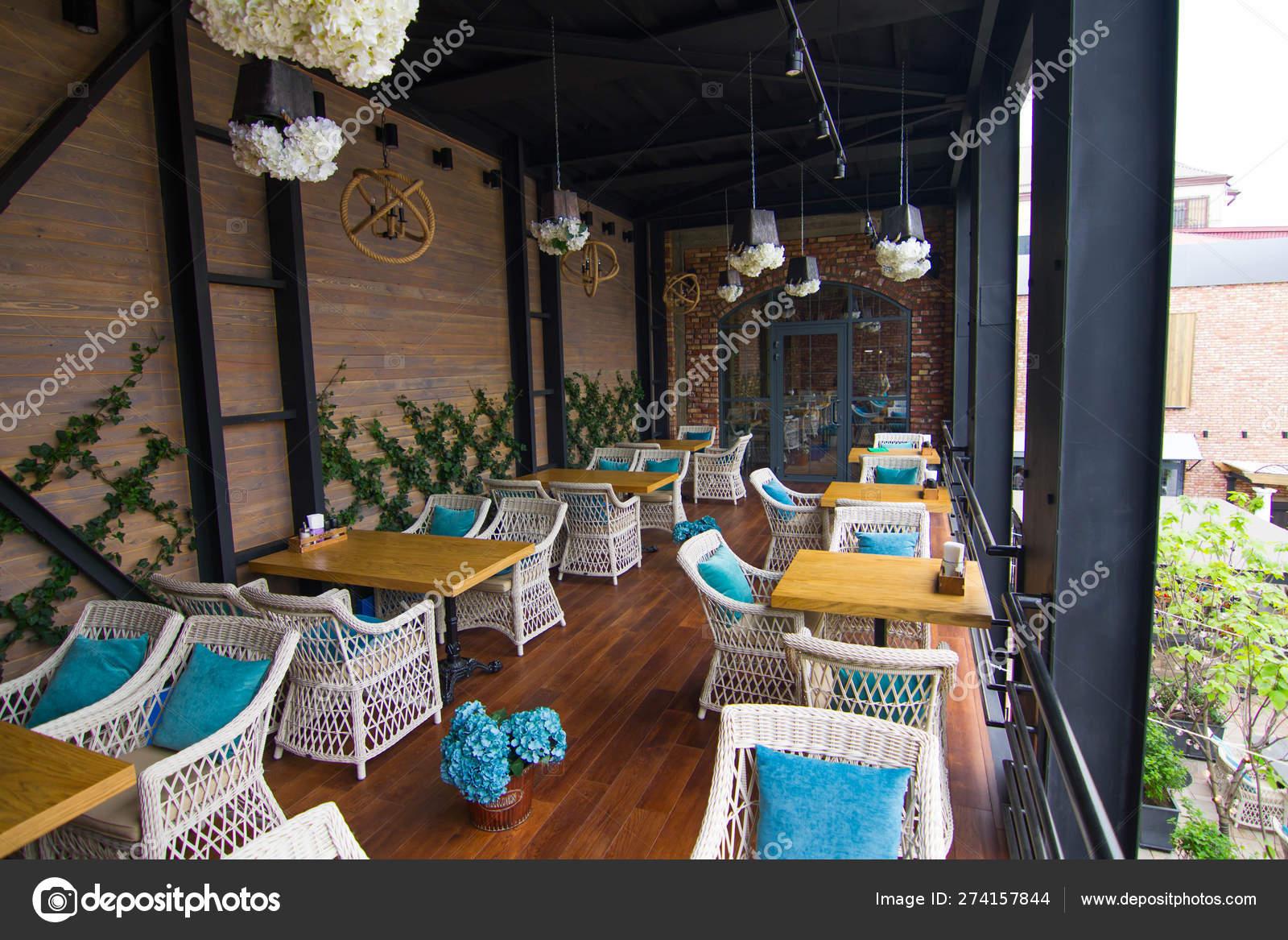 Terraza Del Desierto En El Café De La Ciudad En Una Tarde De