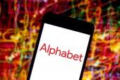 25. dubna 2019, Brazílie. Logo abecedy v mobilním zařízení. Abeceda je holdingová společnost a konglomerát, který vlastní několik společností, které jsou vlastněné nebo propojené se společností Google