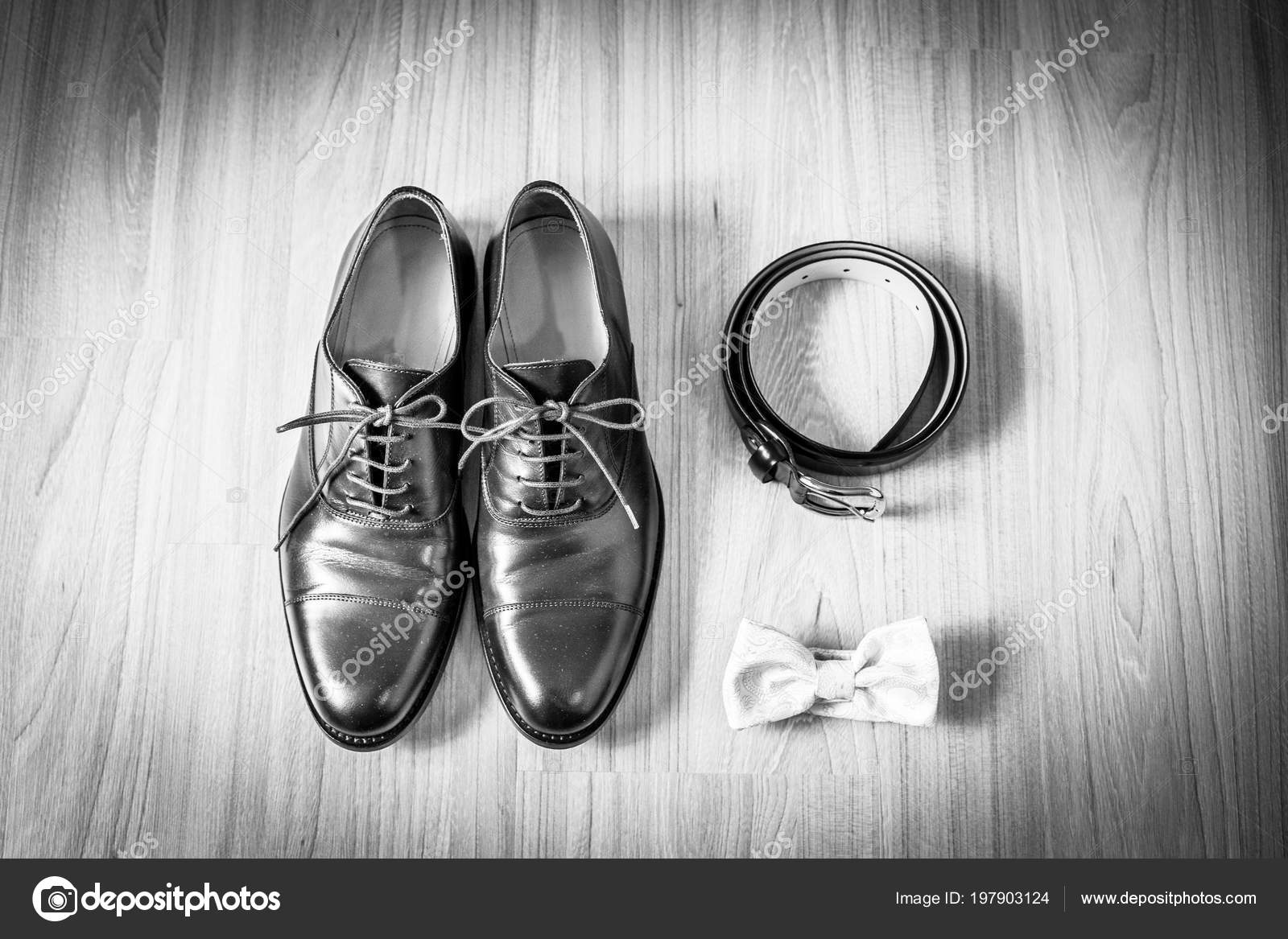 7ccc9ade44ed Dettagli Del Matrimonio Accessori Sposo Scarpe Cintura Papillo– immagine  stock