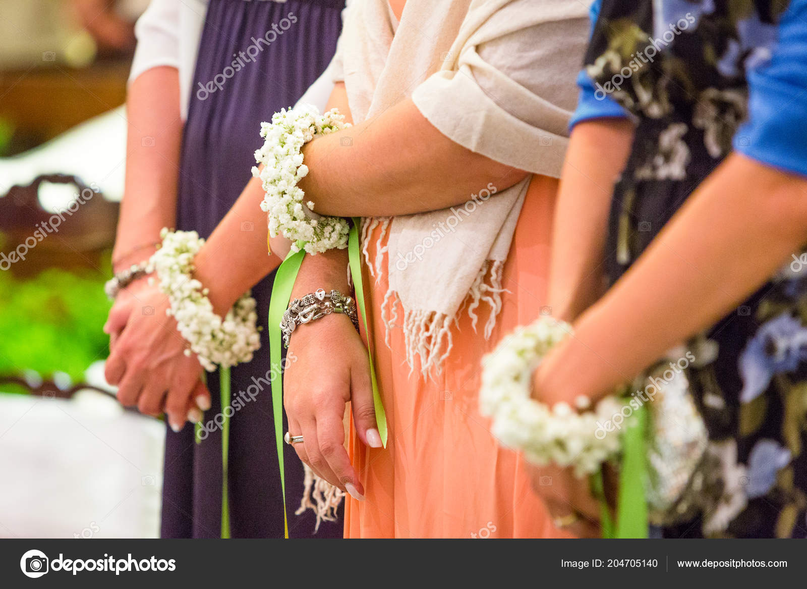 b9ab6ba095 Beautiful Bridesmaids Flower Bracelet — Stock Photo © elitravo ...