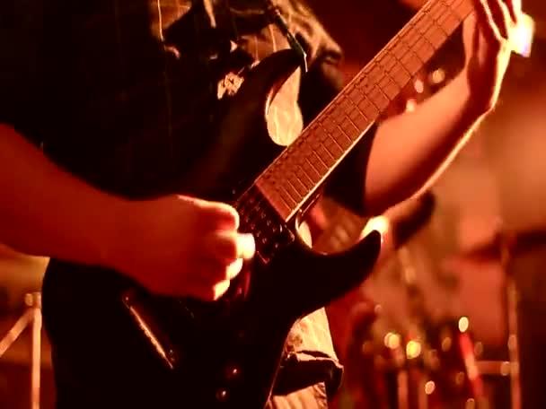 rocková kapela, hlasitá hudba