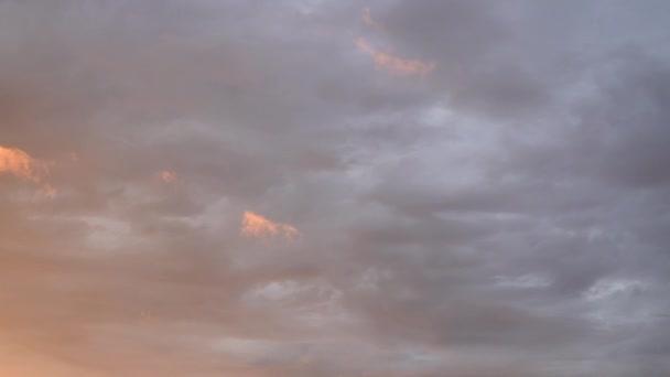naplemente, a felhők felgyorsult mozgása. időeltolódás