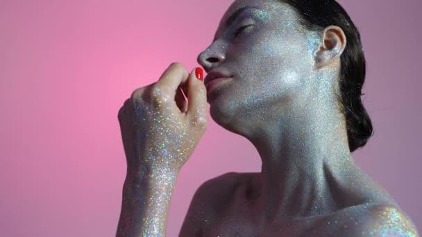 model s módní třpytky make-up