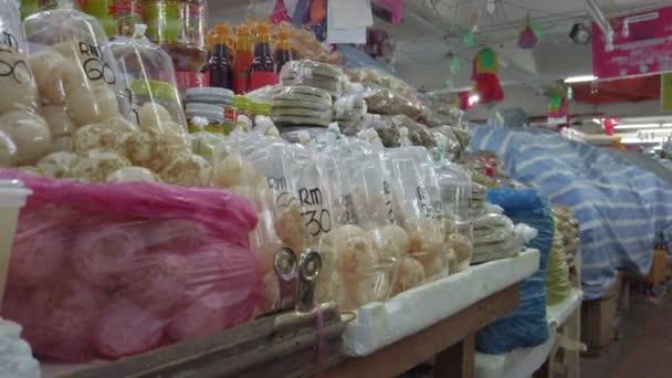 Turtle tojás értékesítik nyíltan a payang Market Kuala Terengganu, Malajzia. Fogyasztása a teknős tojás betiltották a malajziai kormány.