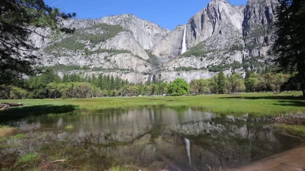 Pohled z Meadow Cooka - Yosemitský národní Park, Kalifornie