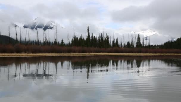 Wellig Reflexion - Banff Nationalpark, Alberta, Kanada
