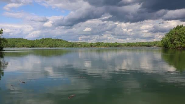 Pihenjen a nyugat-virginiai Summerville-tónál.