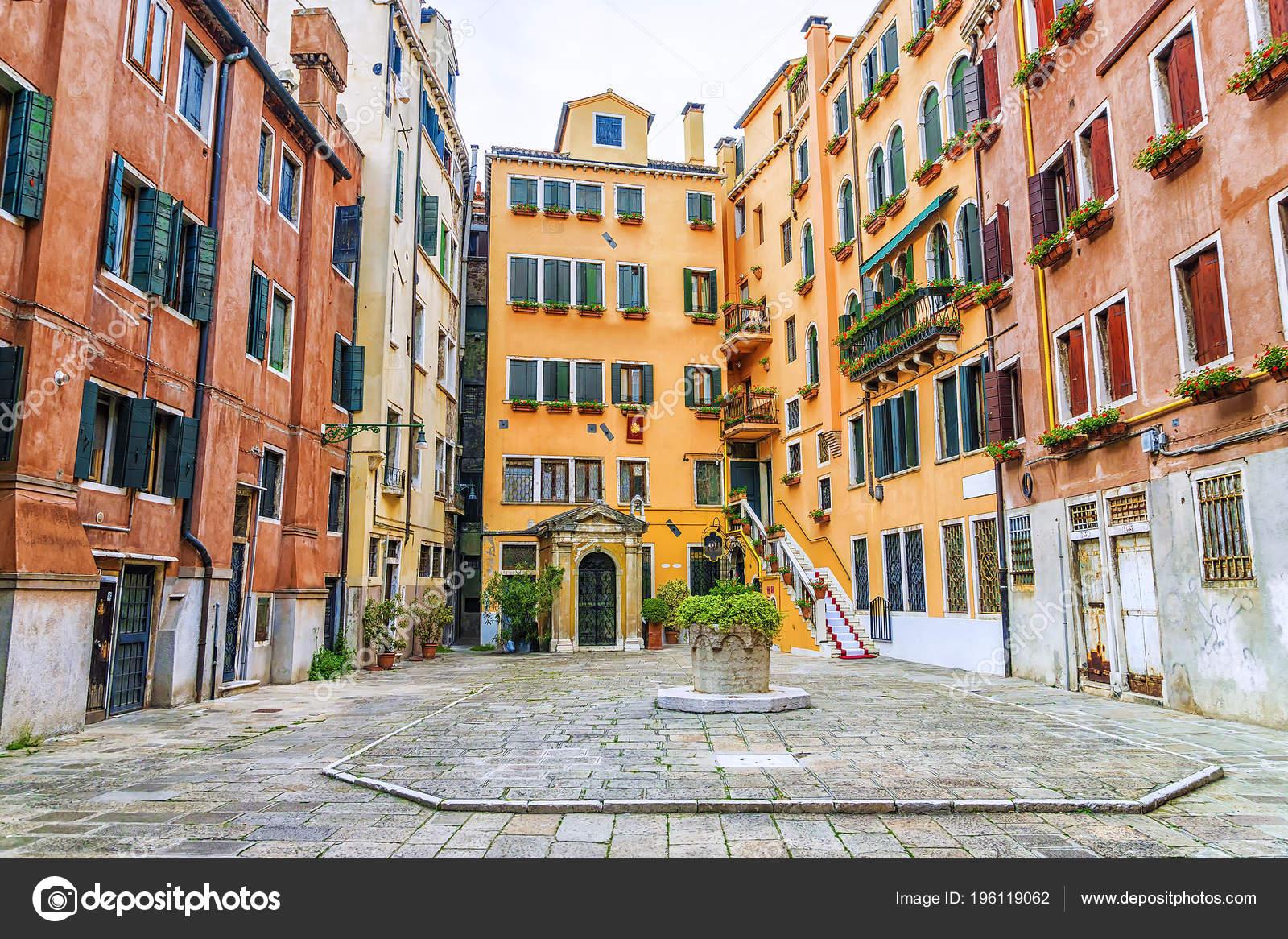 Courtyard Venice Italy Stock Photo C Deb 37 196119062