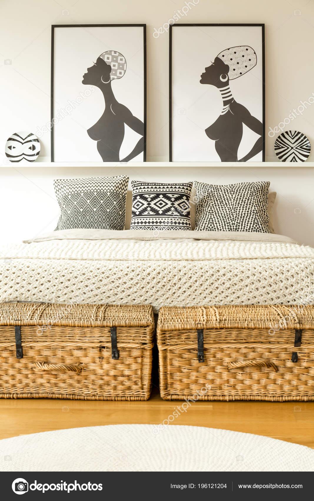 Ethnische Schlafzimmer Innenraum Mit Doppelbett Und Afrikanische ...