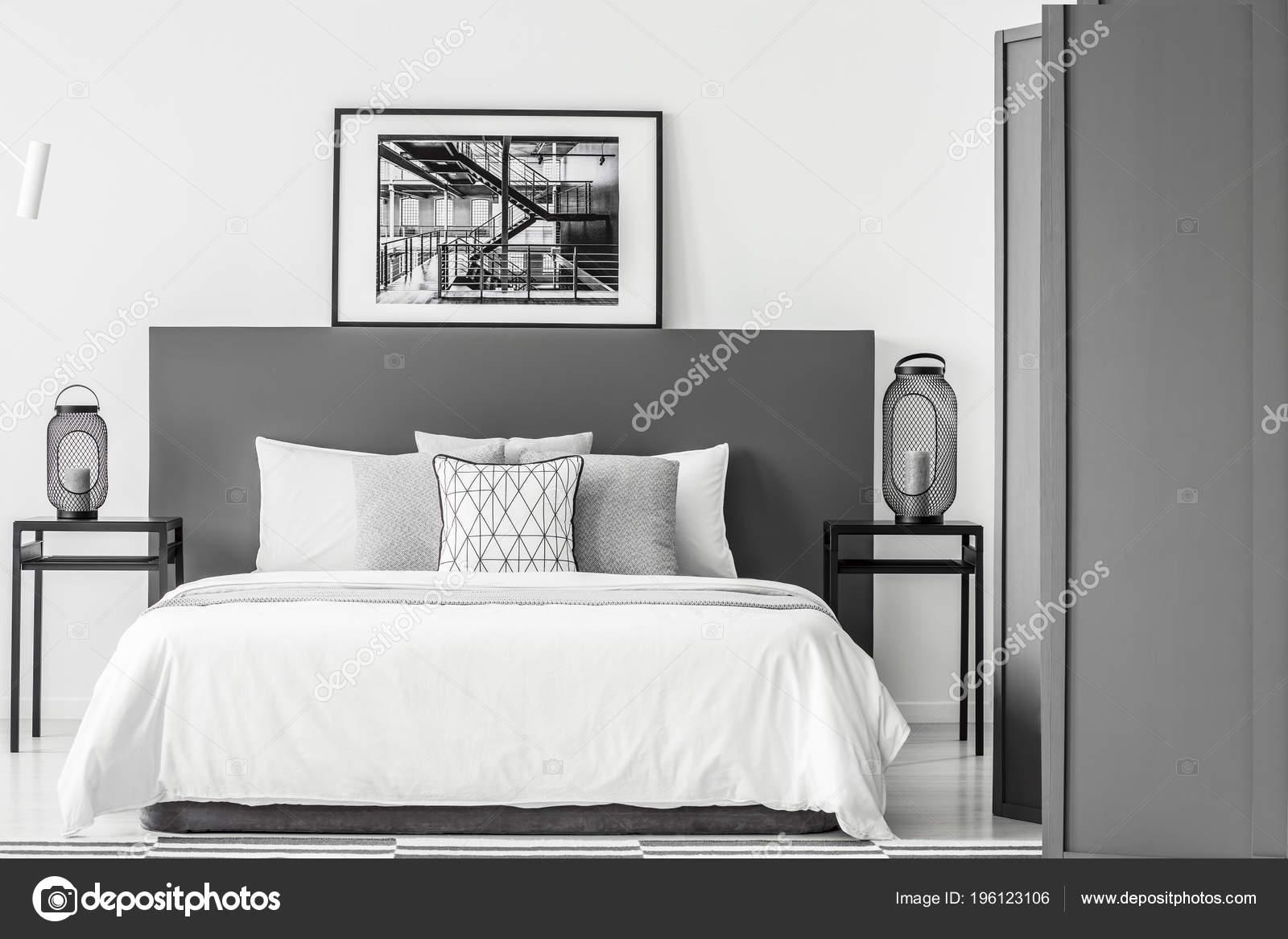 Schwarz Weiss Poster Auf Bedhead Bett Schlafzimmer Innenraum Mit