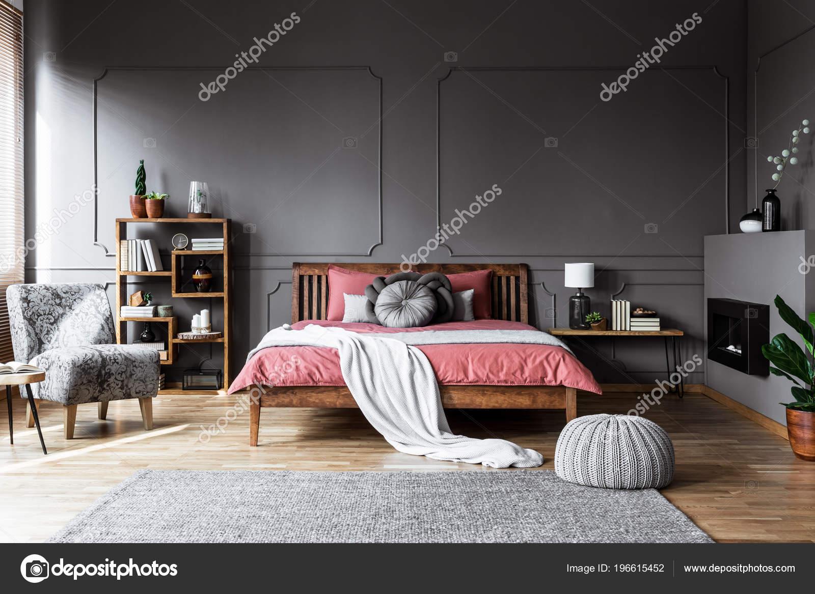 реальне фото інтер затишні спальні шафи купе вбудовані середині