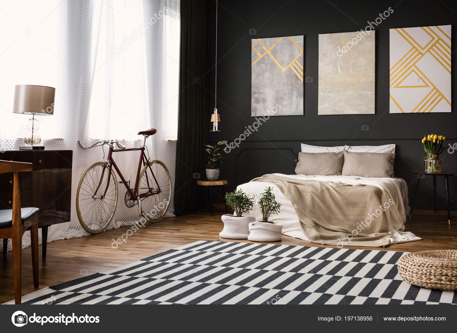 Interiore Della Camera Letto Moderna Con Parete Nera Bike ...