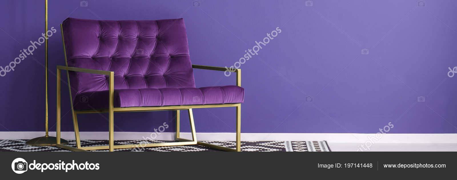 Fauteuil Violet Avec Structure Métal Permanent Motifs Noir Blanc ...