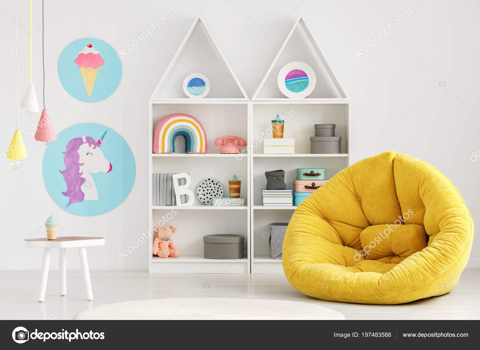 Kleurrijke Interieurs Pastel : Gele poef kleurrijke scandi kid kamer interieur met posters lampen
