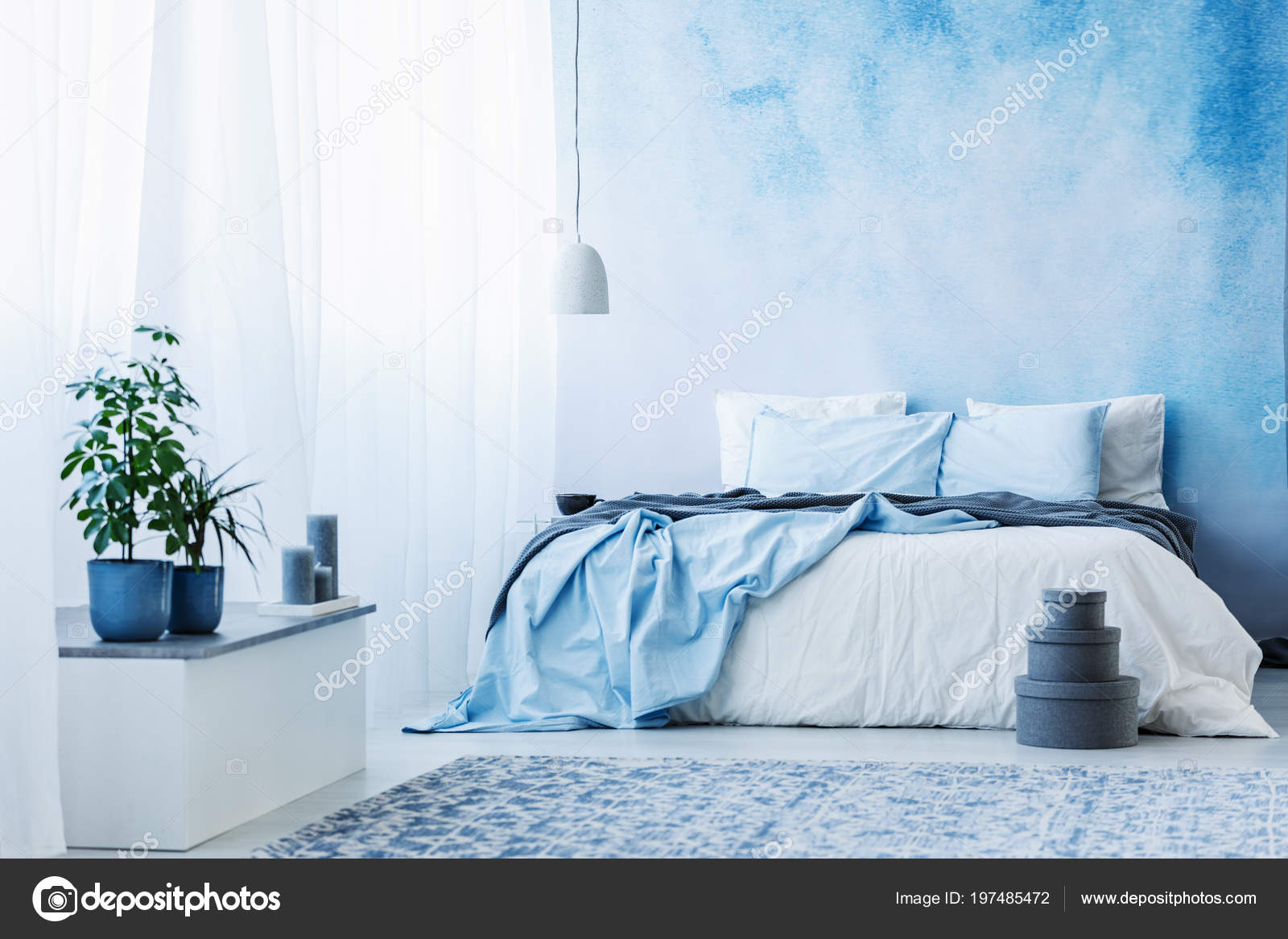 Pianta Camera Da Letto Matrimoniale : Blu cielo interno camera letto con letto matrimoniale piante