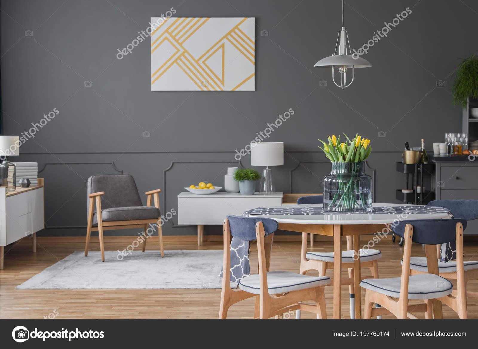 Tulipanes Amarillos Interior Gris Comedor Con Sillón Pintura Fondo ...