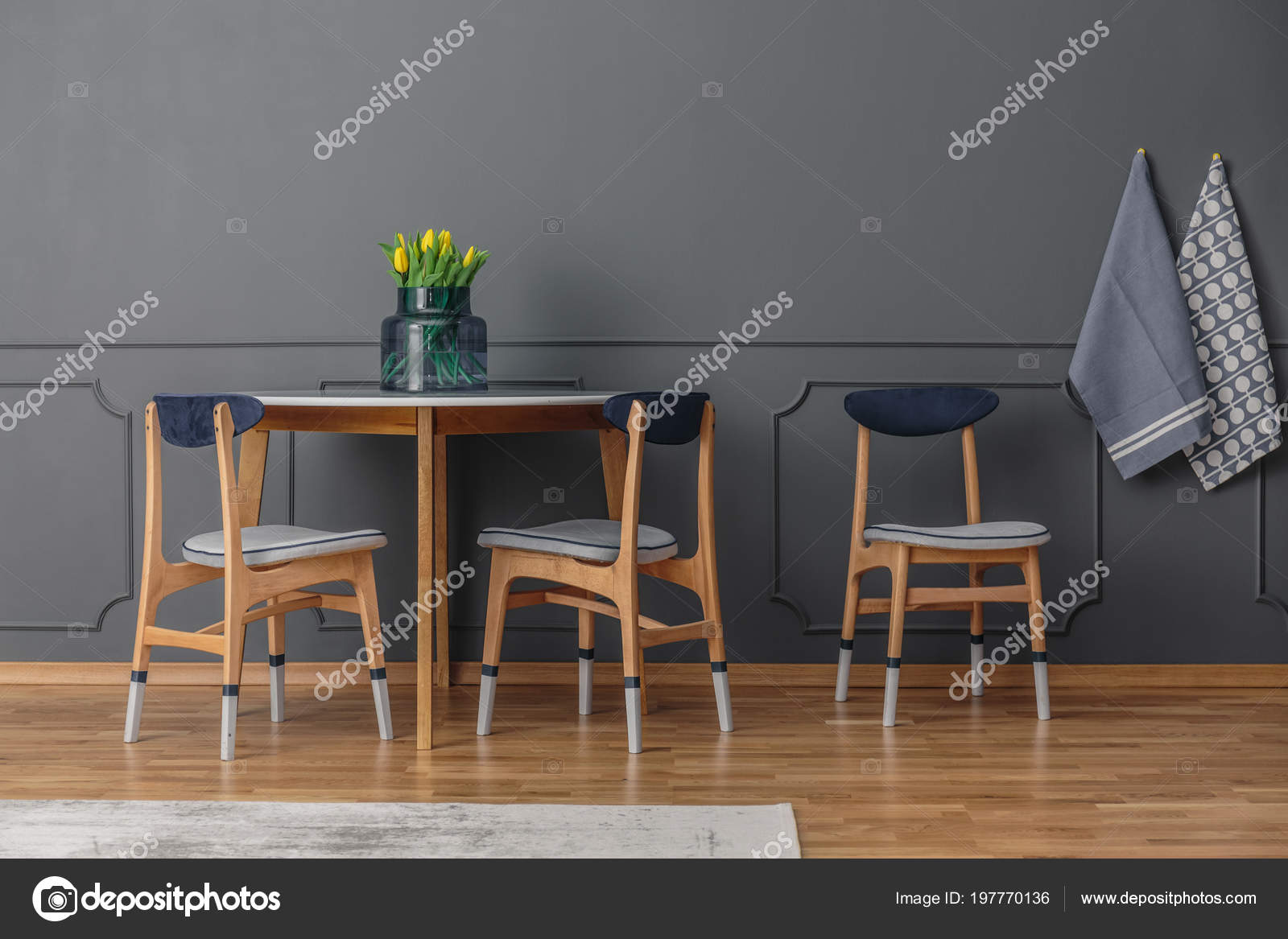 pictures of chair rails in dining rooms