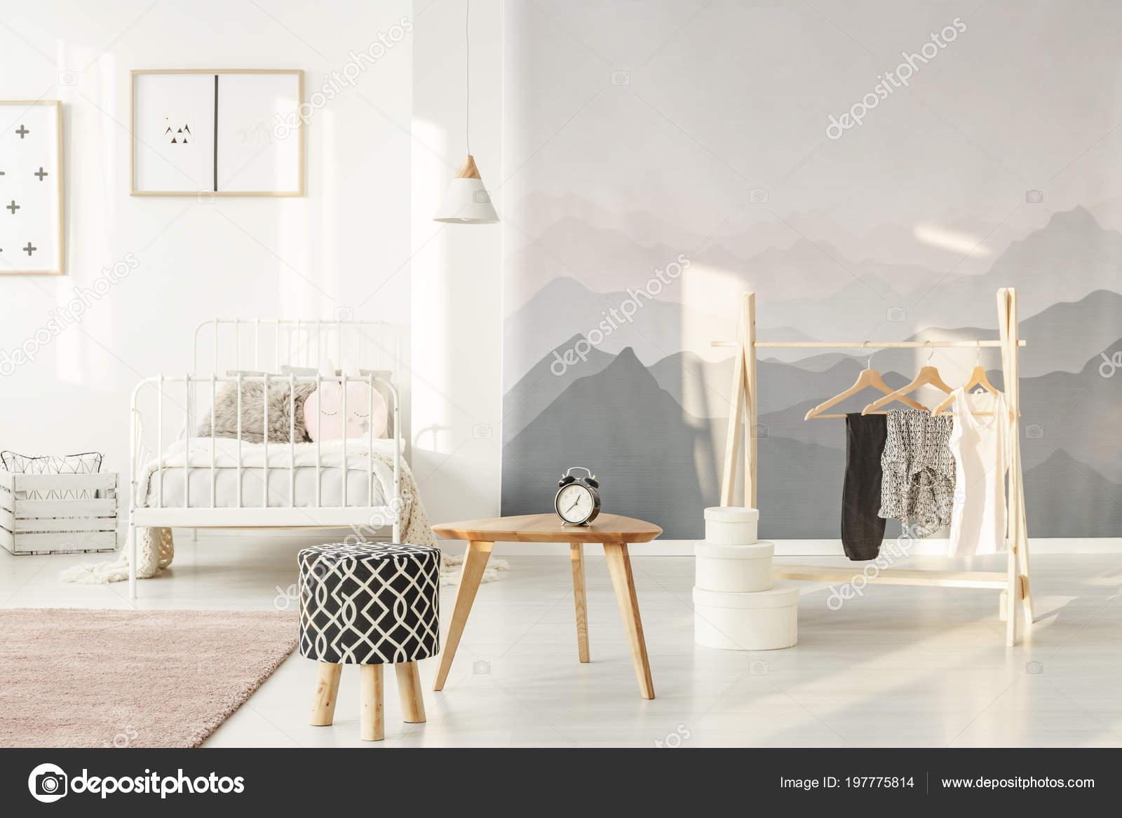 https://st4.depositphotos.com/2249091/19777/i/1600/depositphotos_197775814-stockafbeelding-zon-een-landschap-wallpaper-van.jpg