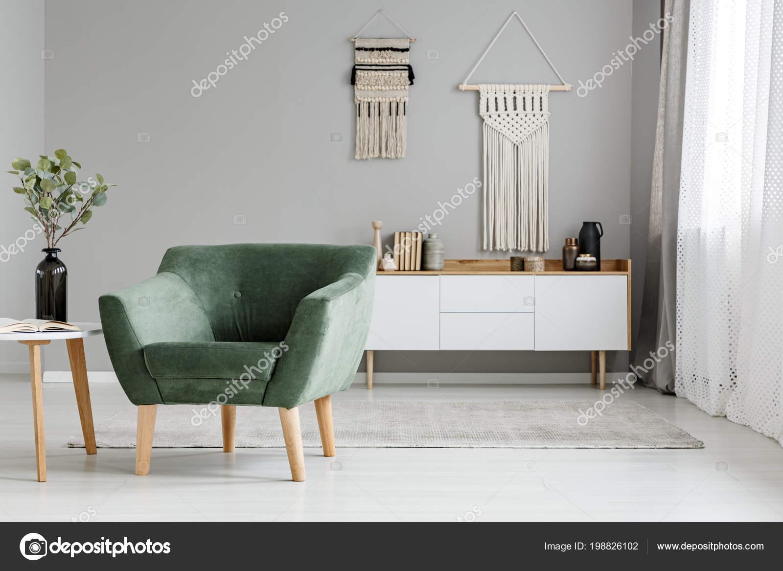 Poltrona Verde Brilhante Boho Sala Interior Com Mesa Decoração