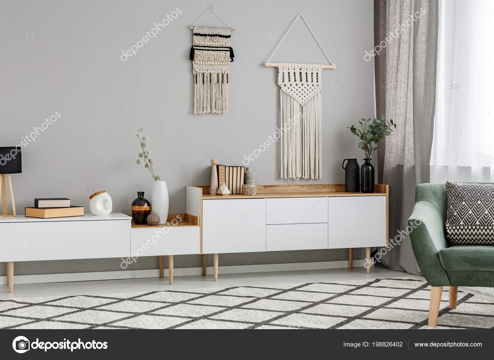 Diy Decor Muur Boven Witte Kast Woonkamer Interieur Met Groene ...