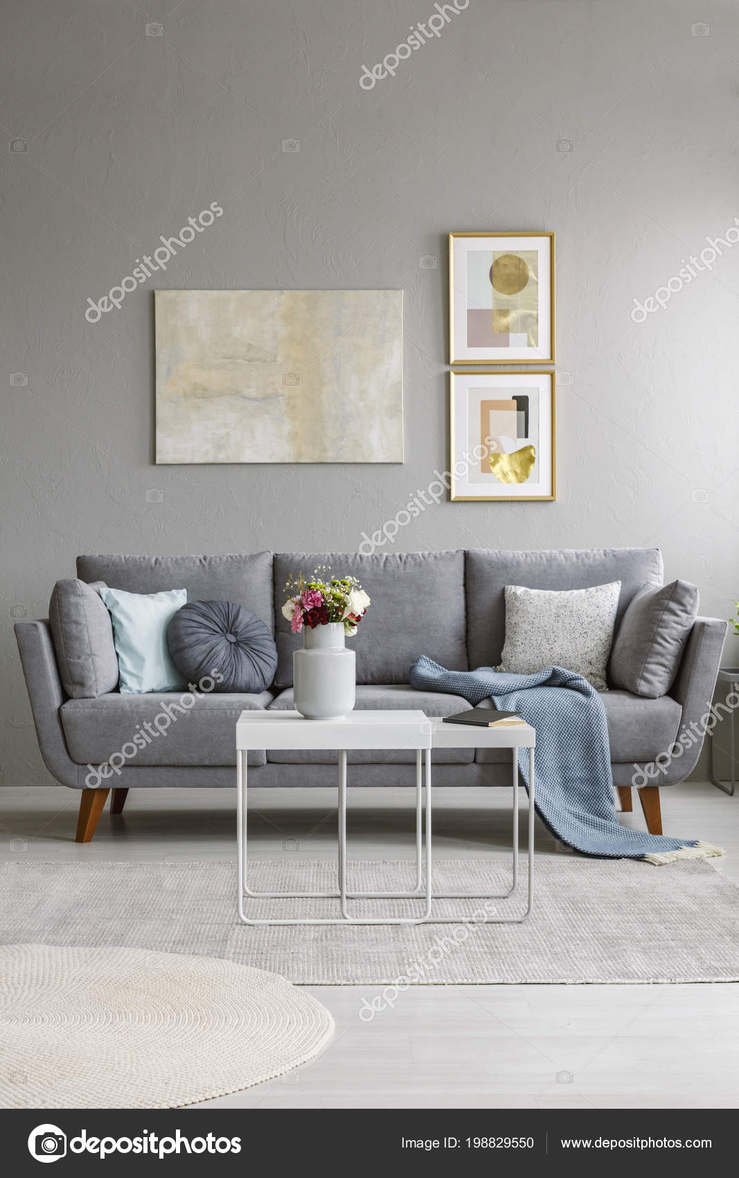 Real Photo Grey Couch Cushions Blanket Standing Living Room Interior —  Stock Photo 2fabc912f