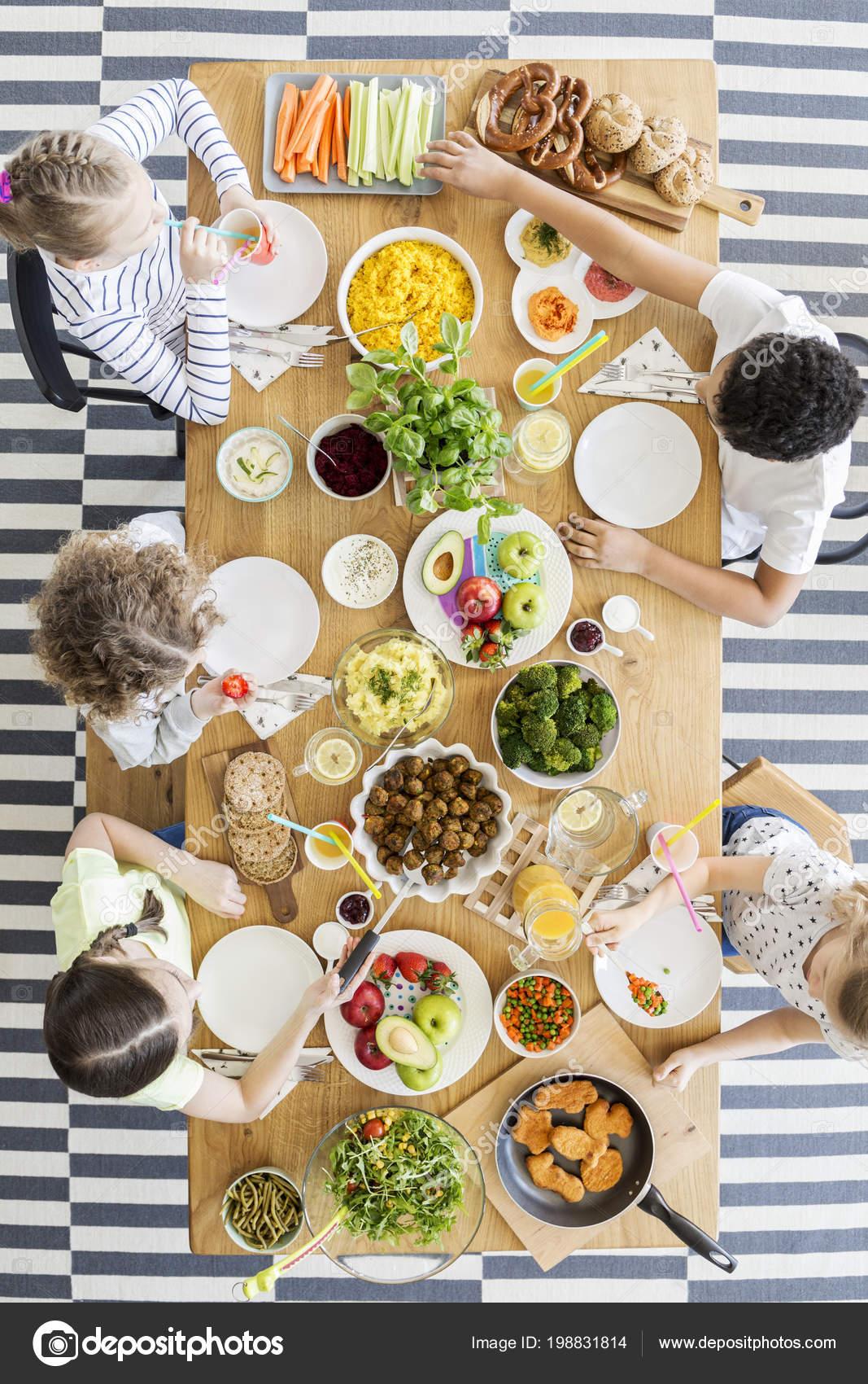 születésnapi party ételek Gyermekek Egészséges Étkezés Asztalnál Során Születésnapi Party  születésnapi party ételek