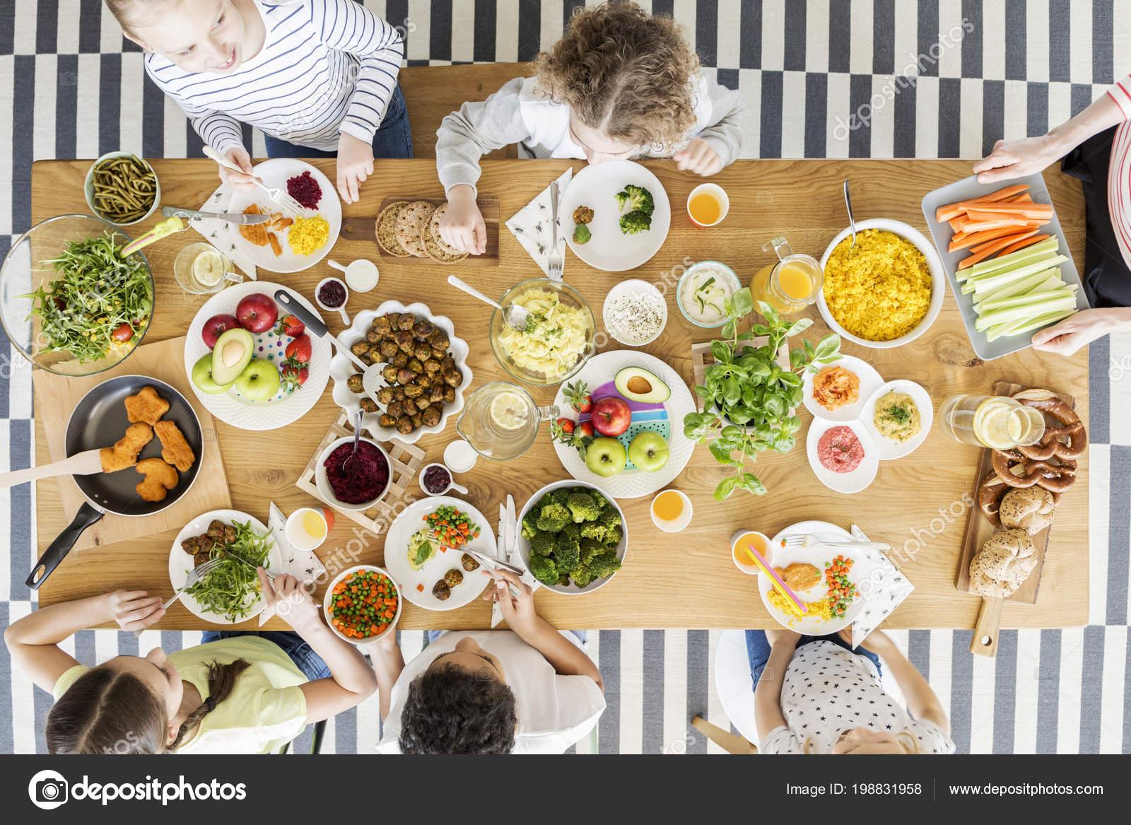 Bovenaanzicht Kinderen Gezond Eten Tijdens Partij Van Verjaardag Van