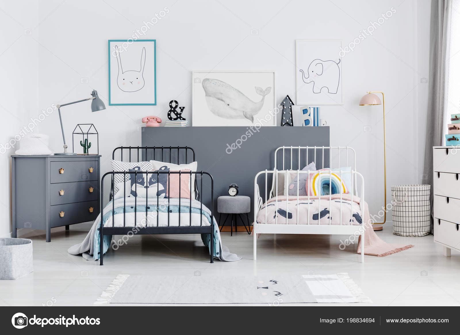 Schwarz Weiss Bett Geschwister Schlafzimmer Innenraum Mit Grau
