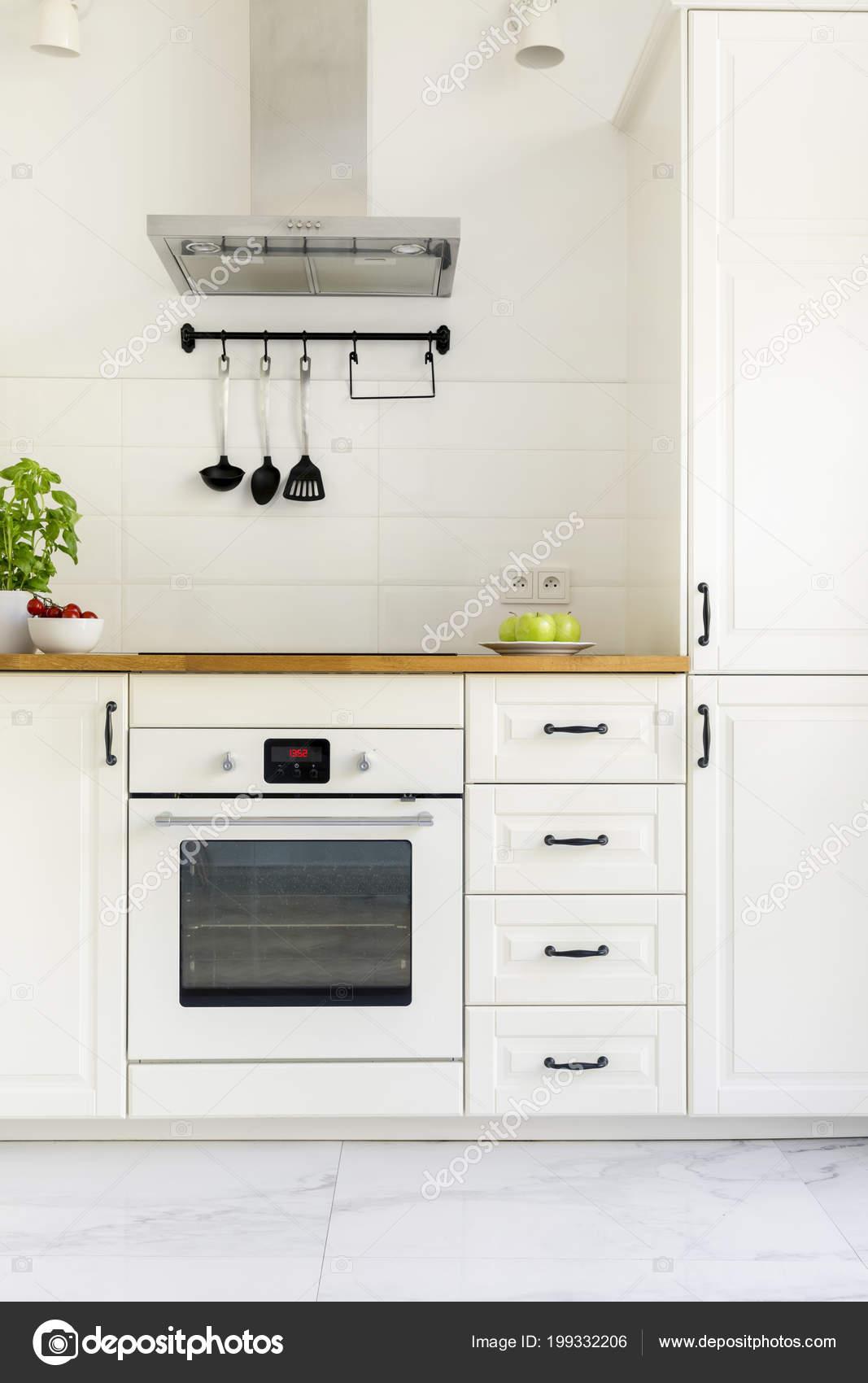 Weisser Schrank Minimale Kuche Interieur Mit Holz Arbeitsplatte